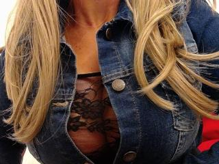 JeniSexyCoquine strap on webcam show